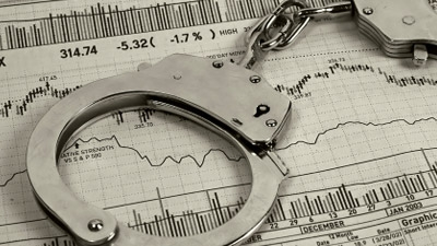 Is there an acceptable policy for applicant screening for criminal background checks according to the EEOC?