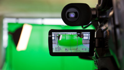 5-benefits-of-using-green-screen-backgrounds-in-web-video