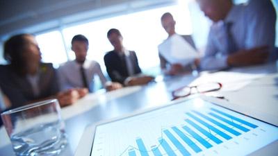 Should Entrepreneurs Grow Revenue or User Count?