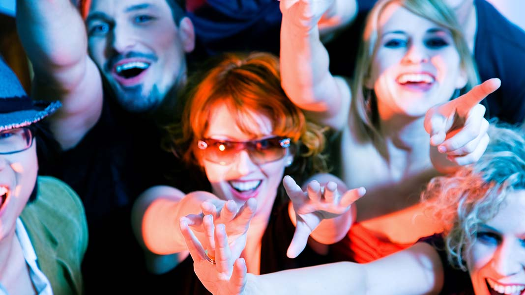 5 Ways to Turn Indifferent Customers into Raving Fans