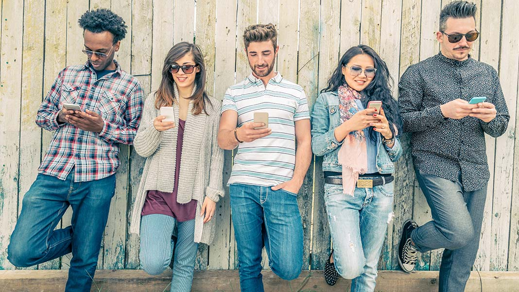 Smartphone Addict? Startling Facts About Mobile Use