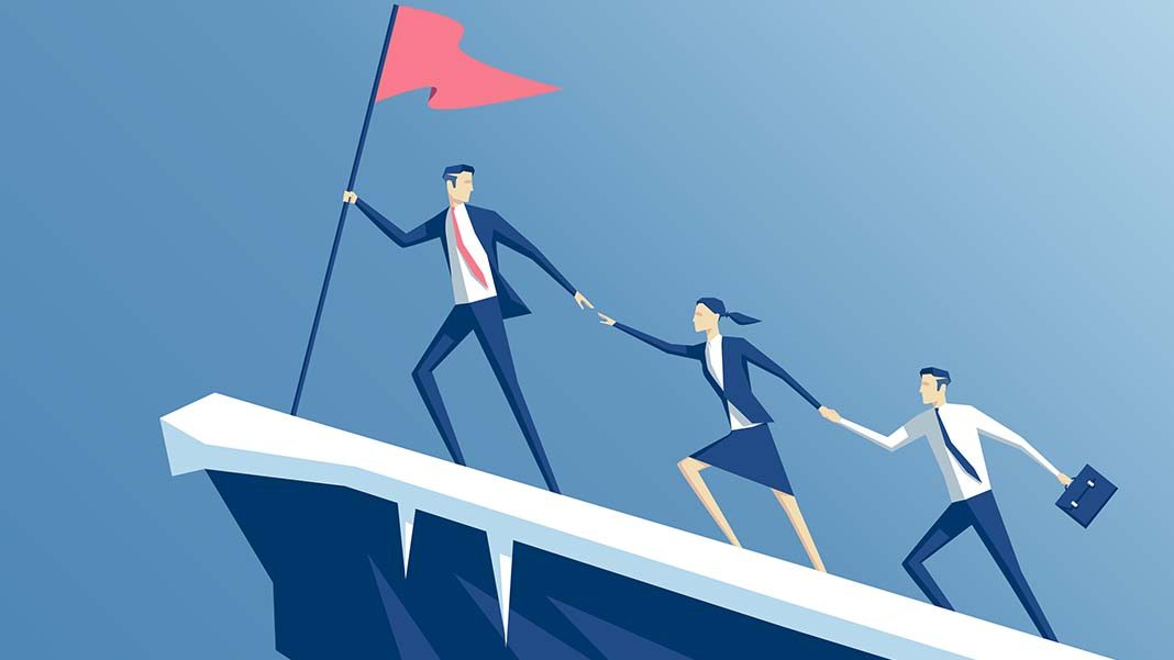 5 Essential Characteristics That Differentiate Leaders from Managers