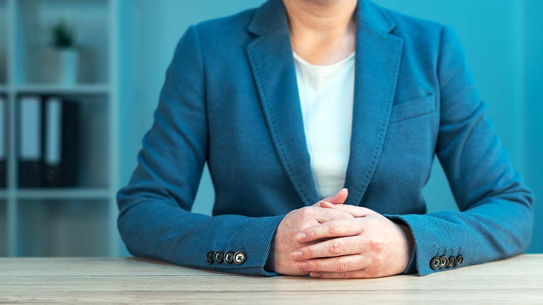 10 Body Language Signals to Watch for in Every Interview