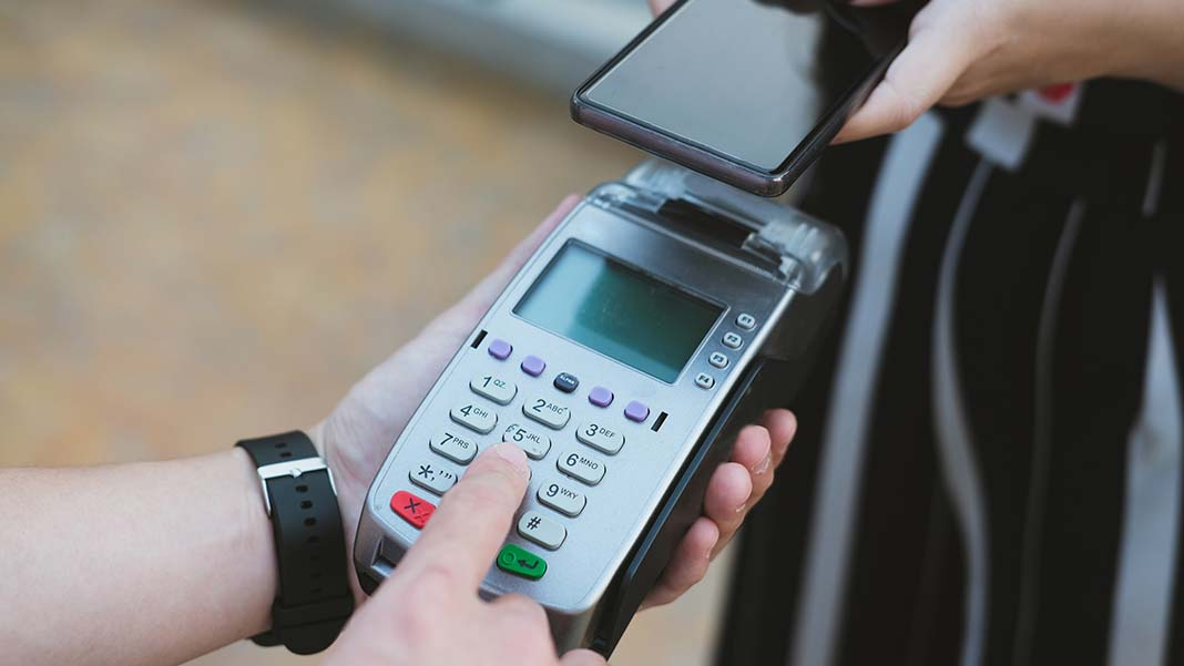 3 Pros and Cons of Using Mobile POS Systems for Your Small Business