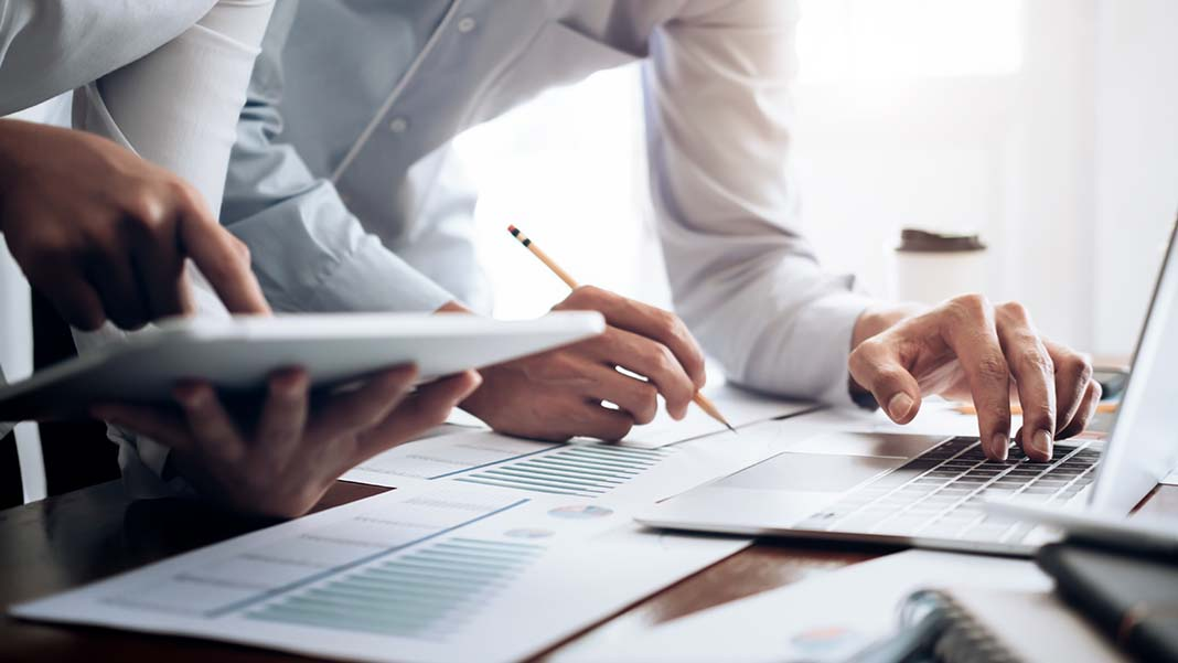 Accountant vs. CPA: The 5 Main Differences