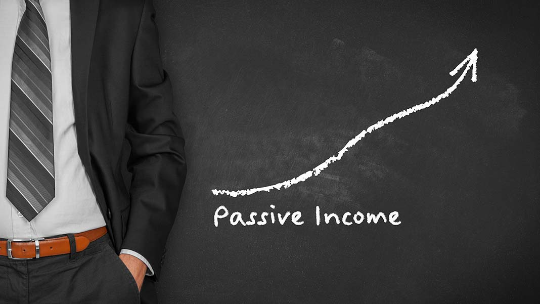 Pros and Cons of Moving from Freelancing to a Passive Income Business