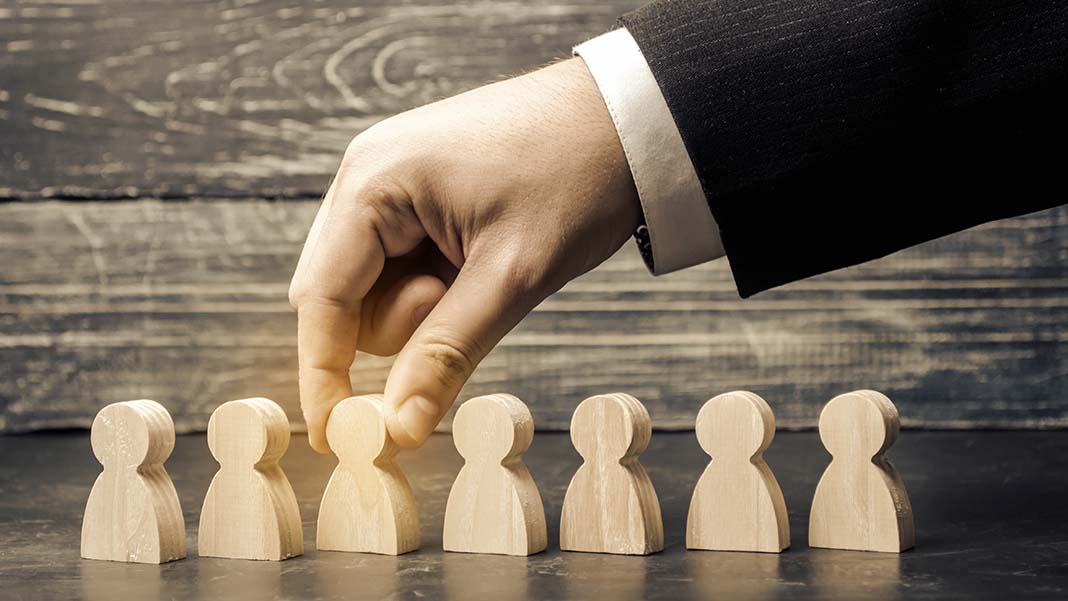 Hiring In-House vs. Outsourcing: Which is Suitable for Your Business Growth?