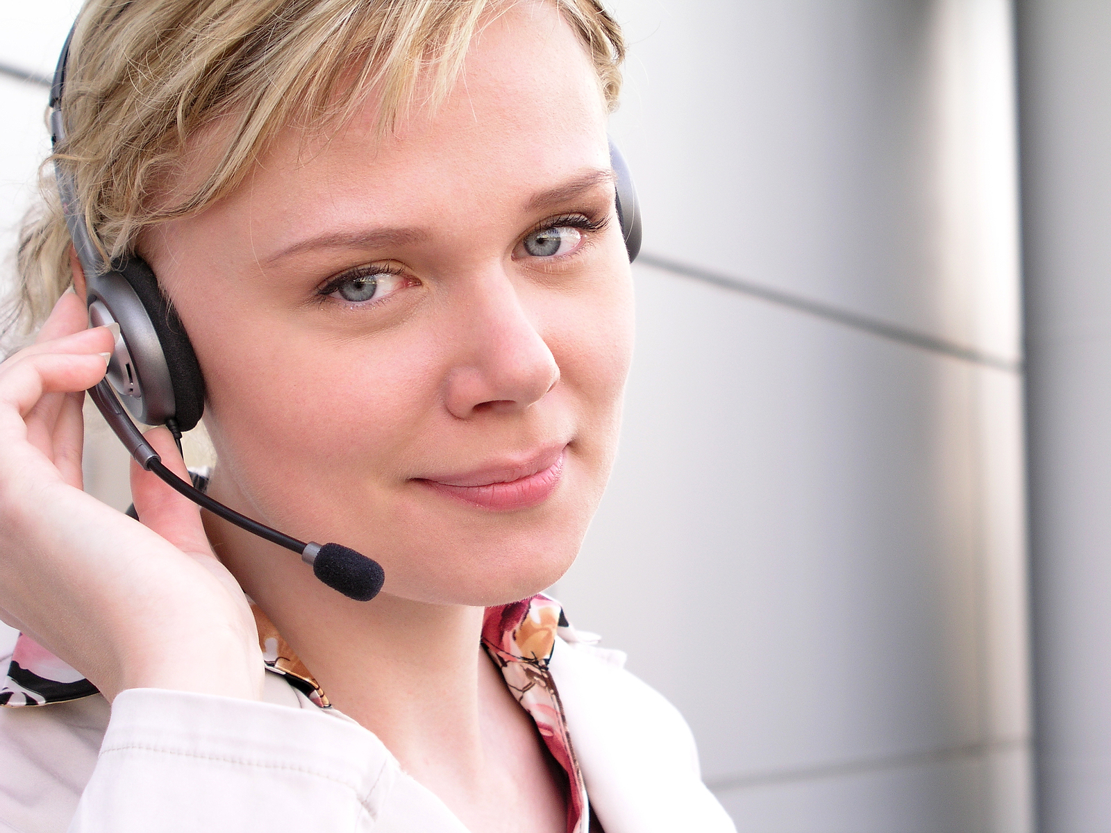 3 Main Differences Between Customer Service & Customer Support